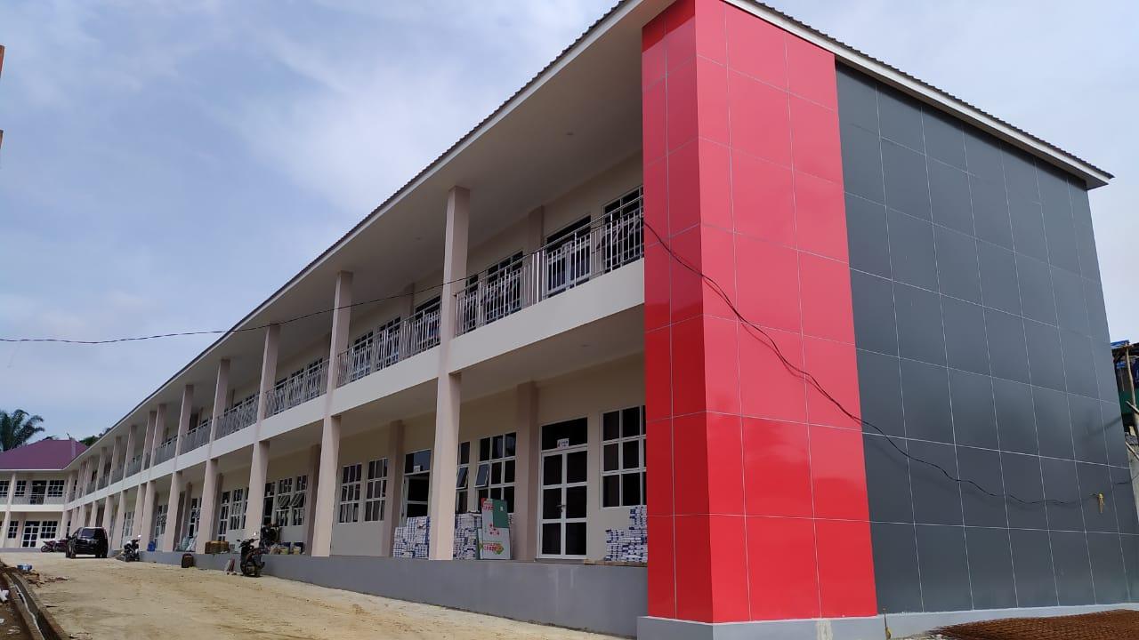 Pembangunan Gedung Baru Universitas Efarina Hampir Selesai